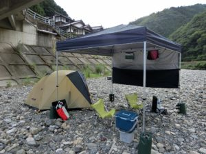 河原でテントキャンプ_20170812