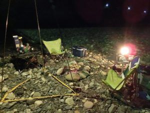 夜のキャンプ風景_20170812