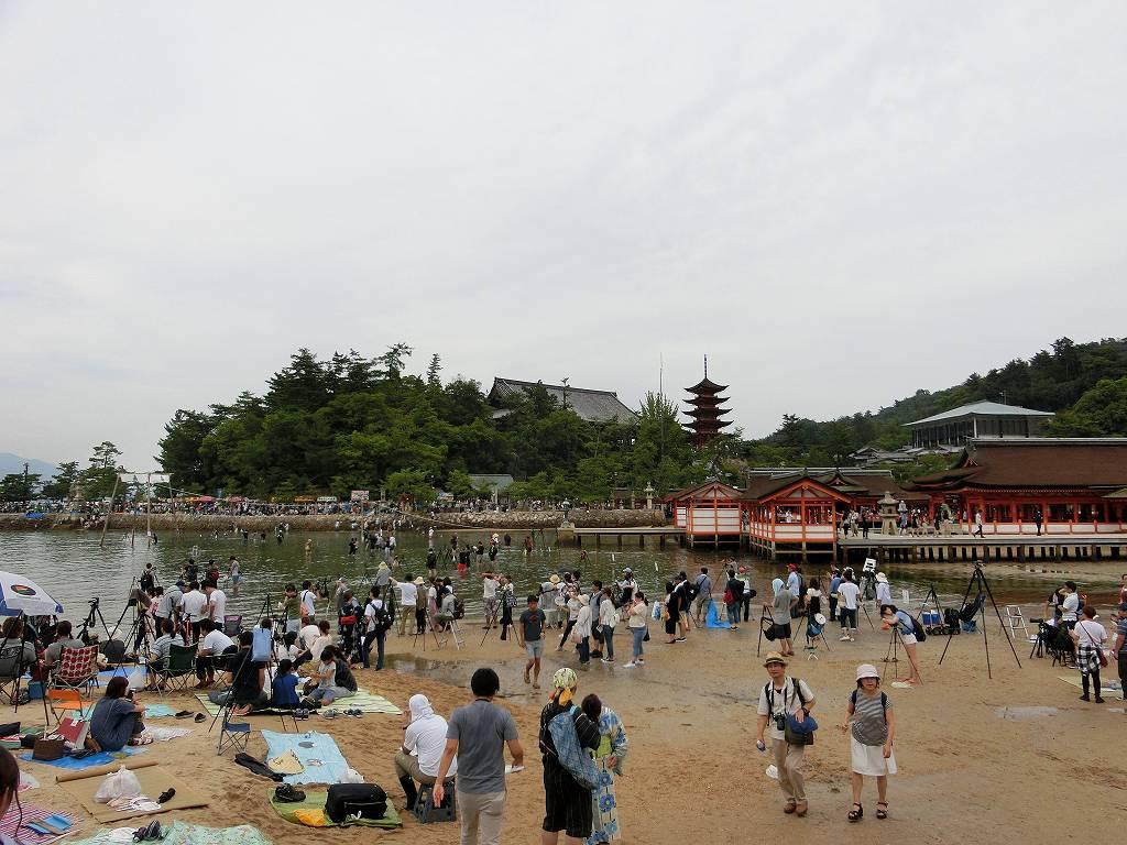 厳島神社近くでカメラの場所取り_20170826