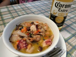 タコのアヒージョとコロナビール_20170902