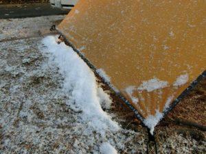タープの雪を落として_171217