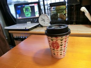 軽キャンで食後のコーヒー_171223