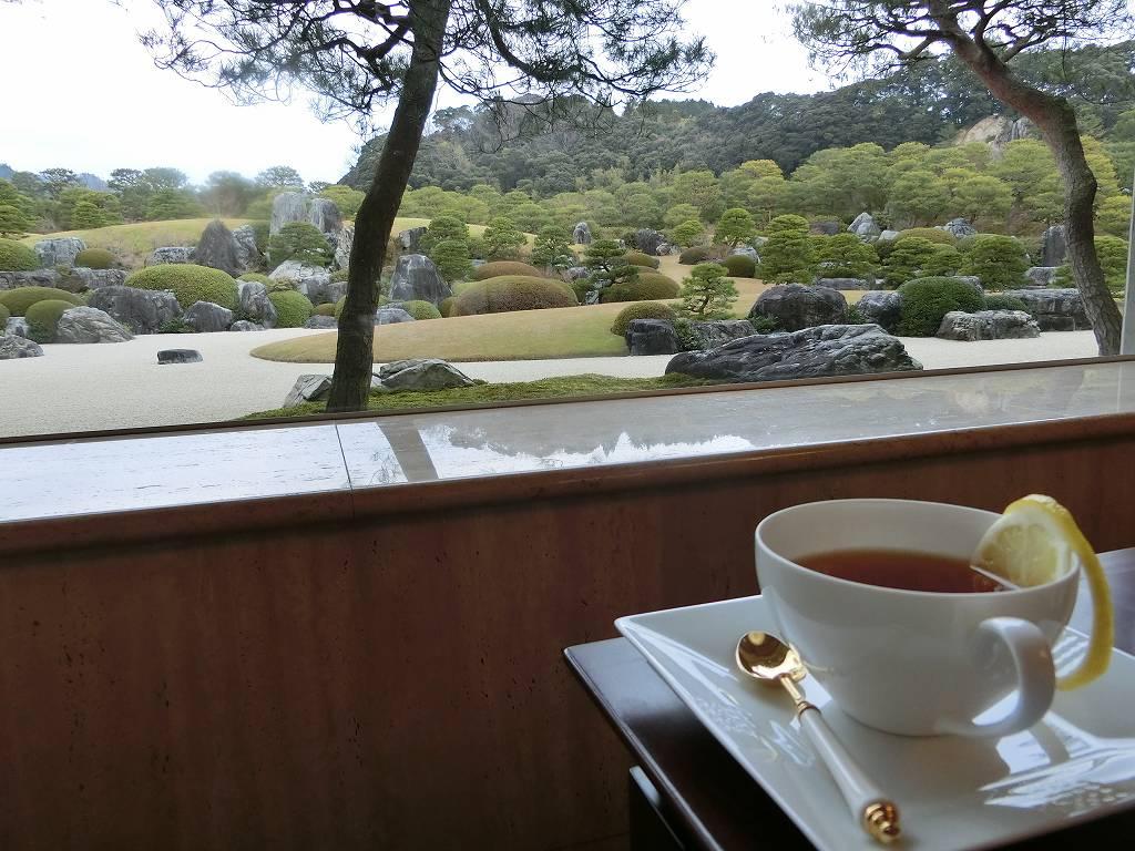 日本庭園を望みながら紅茶_171223