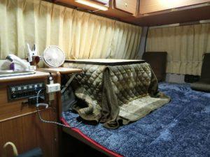 コタツ完備のキャンピングカー_180224