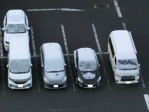 車に積もった雪_180408