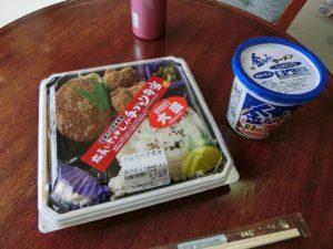 朝食の弁当と金ちゃんラーメン_180408