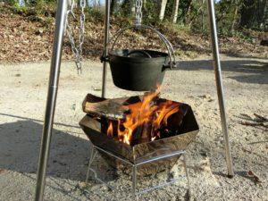ダッチオーブンで焚き火料理_180422