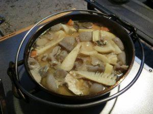 ダッチオーブンで作ったモツ煮込み_180422