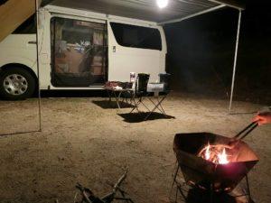 焚き火とキャンピングカー_180422