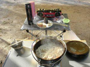 ダッチオーブンに冷凍うどん_2_180422