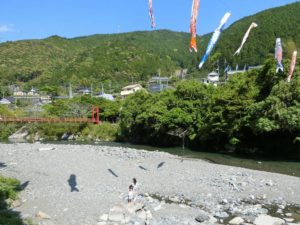 コミュニティセンターうまじ前の川_1_180504