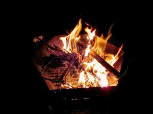 食後の焚き火_180616
