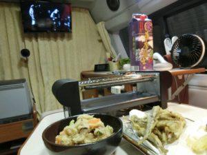 涼しい車内で 夕食_1_180623