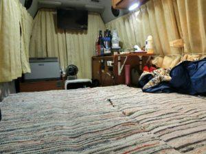 広いベッドで車中泊_180804
