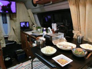 車内で夕食_180901