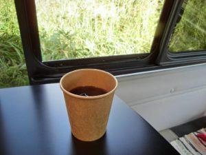 キャンピングカーで食後のコーヒー_181008