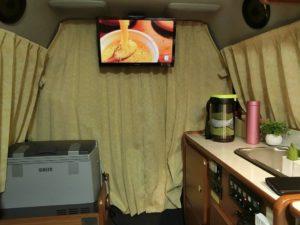 テレビを見ながら_181019