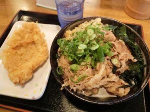 こがね製麺所の肉うどん中_580円ととり天_130円_181020