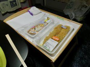 IKEAベッドトレイに惣菜_181020