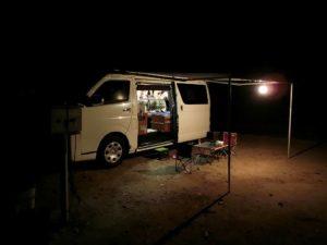 夜のキャンピングカー_181110