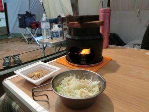 炊飯中にサラダと納豆_181223