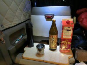 軽キャンの冷蔵庫と焼酎コーナー_190104