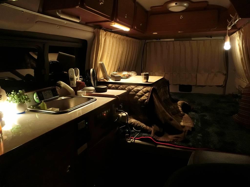 ダイソーLED照明でムーディーなキャンピングカー_190127