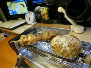 鶏つくねバーグと焼きとりを温める_190210