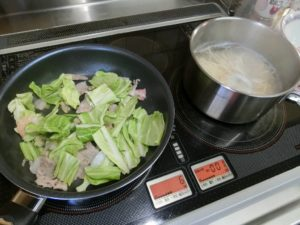 フライパンと鍋で同時調理_190223