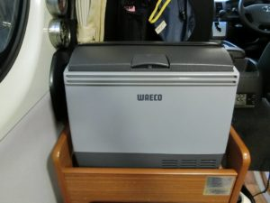 WAECO_CDF-18の蓋のラッチが折れた_2