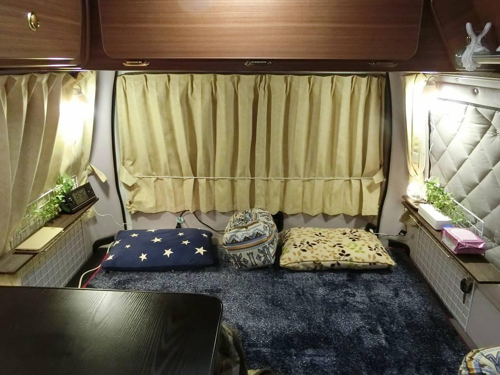 就寝前のキャンピングカー_190316