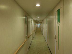 新日本海フェリー_部屋を出た廊下_190428