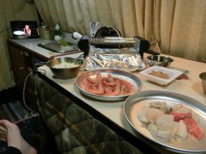 コタツの上の夕食食材_190501