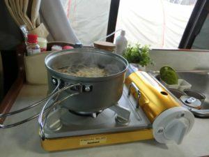 ジュニアコンロとアルミクッカーで調理_190502