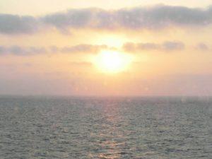 ステートルームBから見る夕日_190503