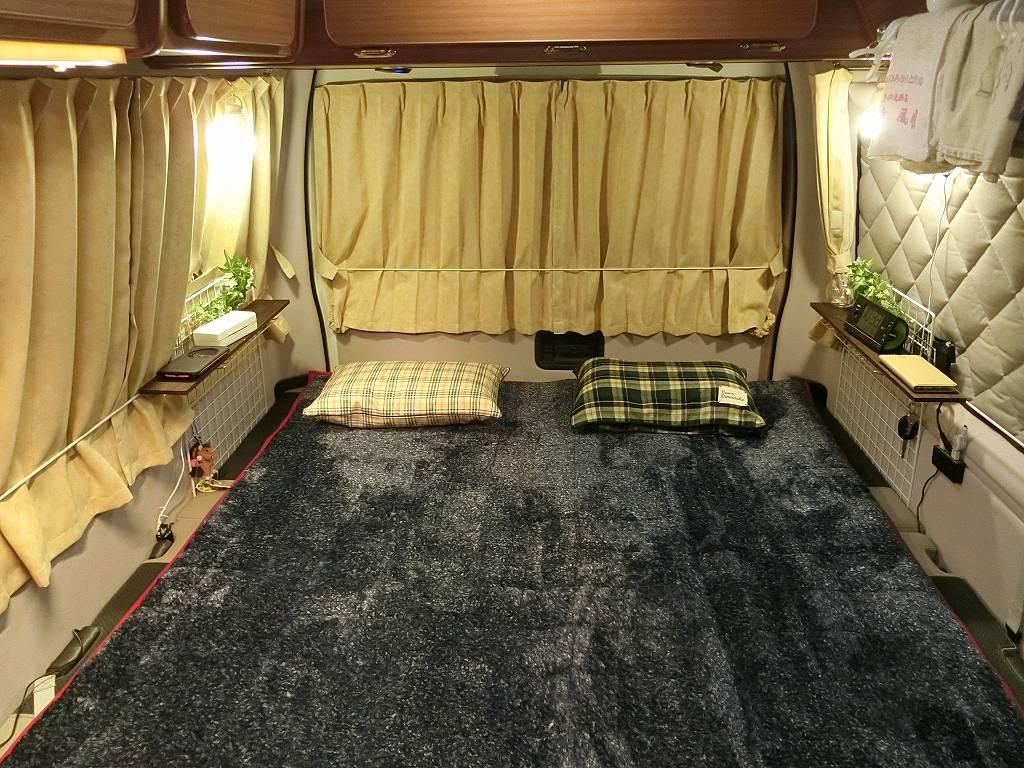 キャンピングカーWalk2のベッド_190503