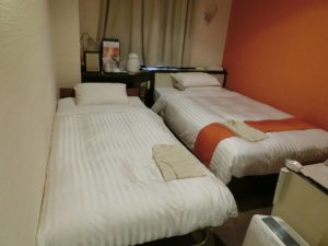 ホテルのツインルーム_1_200103